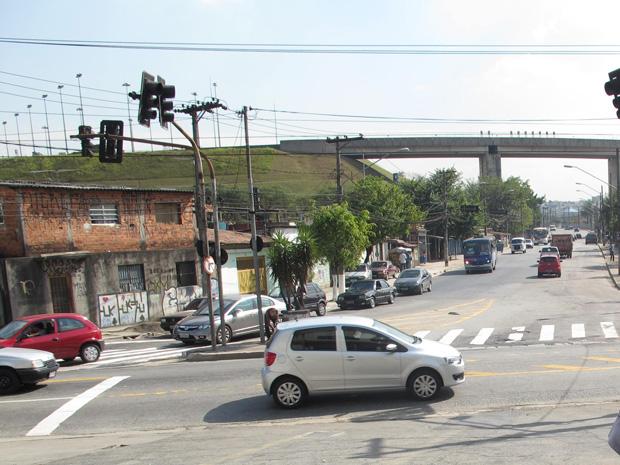 Avenida Miguel Inácio Curi, em Itaquera  (Foto: Letícia Macedo/G1)