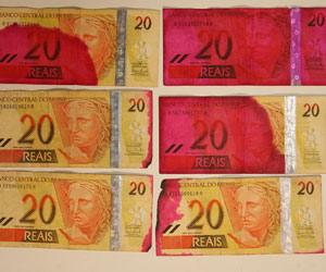 notas manchadas (Foto: AE)
