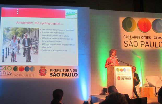 Seminário na conferência de cidades discute políticas de incentivo a ciclistas (Foto: Maria Angélica Oliveira/G1)