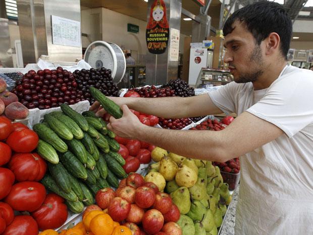 Mercados russos não poderão mais receber vegetais russos com origem europeia. (Foto: Alexander Demianchuk  / Reuters)