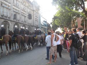 Tropa montada em frente ao batalhão (Foto: Alba Valéria Mendonça/G1)