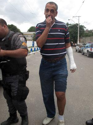 Comandante do BPChoque ferido durante invasão de bombeiros a quartel central do Rio (Foto: Alba Valéria Mendonça/G1)