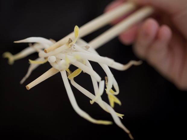 Broto de feijão engrossa a lista de alimentos suspeitos  (Foto: AP)