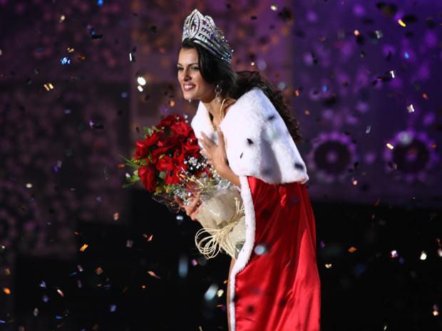 A estudante Rafaela Butareli, de 22 anos, venceu o Miss São Paulo 2011. (Foto: Daigo Oliva / G1)