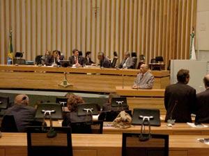 Deputados participam de sessão da Câmara Legislativa do Distrito Federal. (Foto: Carlos Gandra / CLDF)