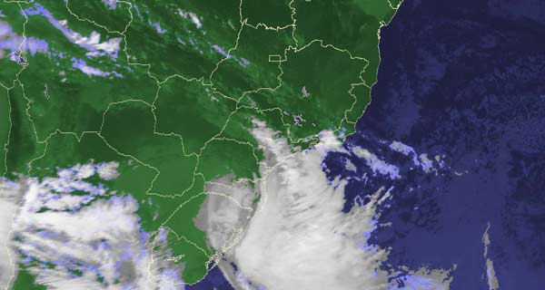 Imagens de satélite mostram duas frentes frias que devem proteger o país das nuvens do vulcão Puyehue (Foto: Reprodução/ Cptec/Inpe)
