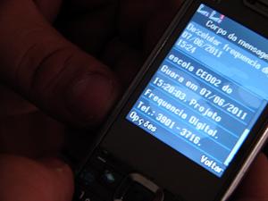 Exemplo da mensagem que é enviada para os responsáveis assim que o filho é registrado na escola (Foto: Jamila Tavares/G1)