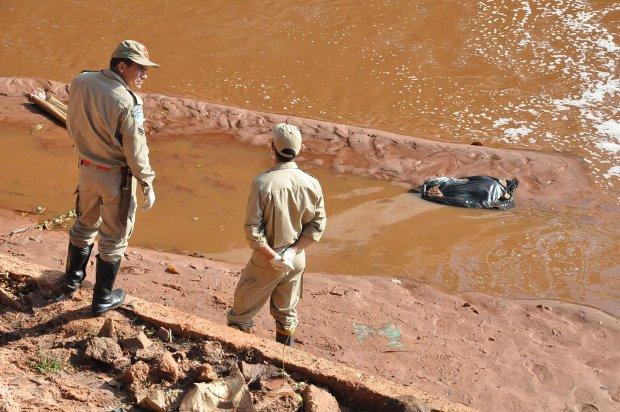 Feto é encontrado no rio Anhanduí em Campo Grande, Mato Grosso do Sul (Foto: Ricardo Campos Jr./G1 MS)