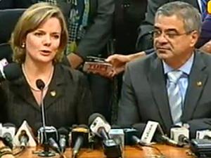 A senadora Gleisi Hoffmann em entrevista ao lado do senador Humberto Costa (PE), líder do PT no Senado (Foto: Reprodução / Globo News)