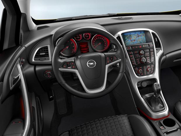 Opel Astra GTC tem, por enquanto, quatro opções de motores (Foto: Divulgação)