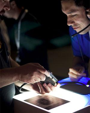 Após o evento da Sony, todos os presentes puderam textar o novo PS Vita (Foto: Gustavo Lanzetta/G1)