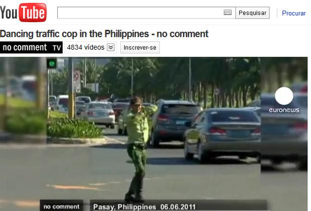 Ramiro controla o trânsito com dancinha nas Filipinas (Foto: Reprodução de vídeo)