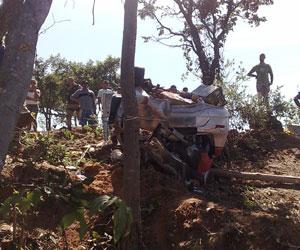 Carro capotou na chegada a Correntina (BA) (Foto: Rogerio Morais Silva/VC no G1)