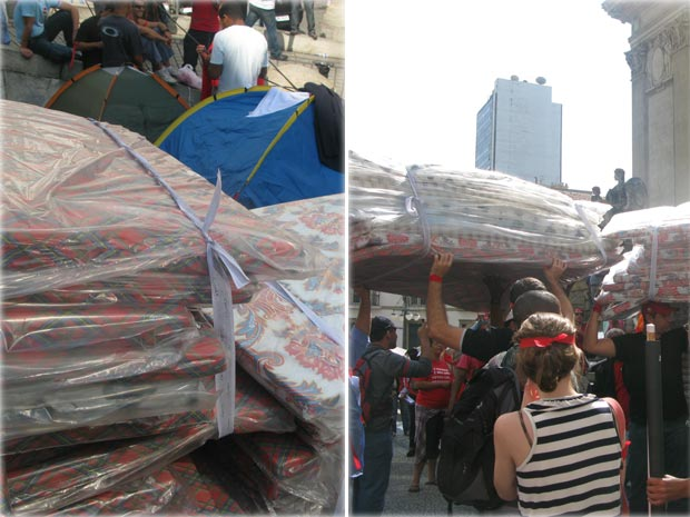 Bombeiros receberam doações de colchonetes nesta quarta-feira (Foto: Lilian Quaino/G1)