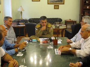 O comandante Simões participou de mais uma reunião com os representantes (Foto: Aluizio Freire /G1)