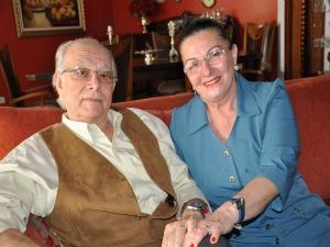 Aposentado de 68 anos presenteia esposa com outdoor em Campo Grande (Foto: Tawany Marry)