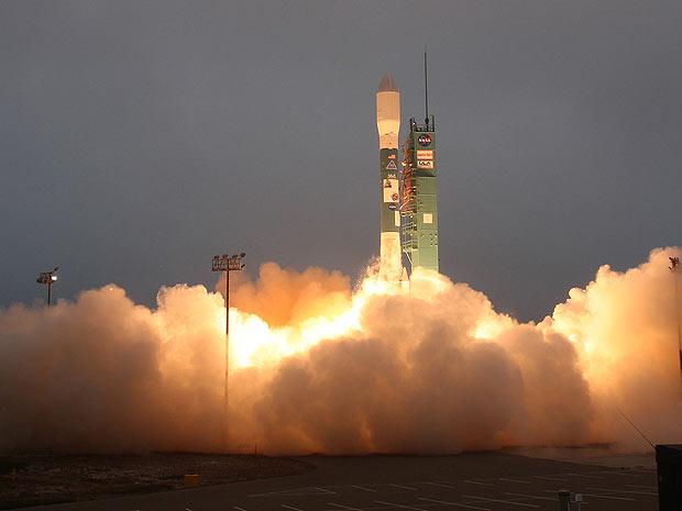 Lançamento do Aquarius em foguete Delta 2 na Califórnia (Foto: AP)