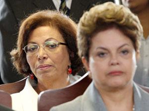 Ideli Salvattie a presidente Dilma Rousseff(d) em cerimônia comemorativa do 146º Aniversário da Batalha Naval do Riachuelo, no Grupamento de Fuzileiros Navais de Brasília. (Foto: ANDRE DUSEK/AGÊNCIA ESTADO/AE)