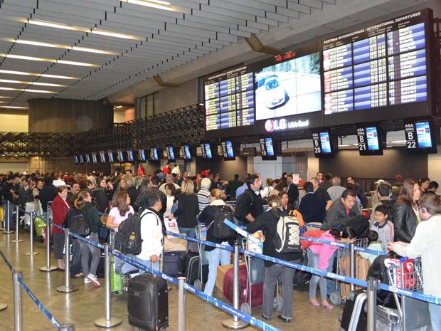 Aeroporto de Cumbica ficou fechado em parte da manhã deste sábado (Foto: N. Rodrigues/AE)
