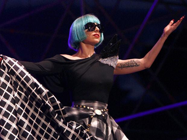 A cantora Lady Gaga se apresenta durante a Parada Gay da Itália neste sábado (11) (Foto: Reuters)