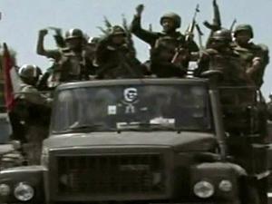 Tv estatal síria mostra tropas rumo a Jisr al-Shughour. (Foto: AFP Photo / via BBC)