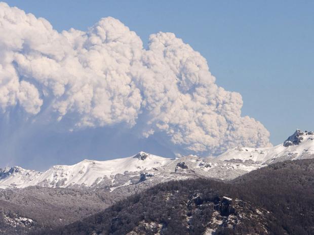 Vulcão no Chile - vista de San Martin de Los Andes na Argentina (Foto: Reuters)