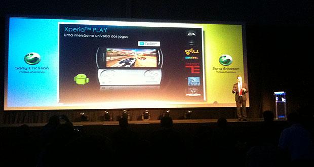 Magnus Anseklev, presidente da Sony Ericsson no Brasil, anuncia a chegada do Xperia Play ao país em evento em São Paulo (Foto: Gustavo Petró/G1)