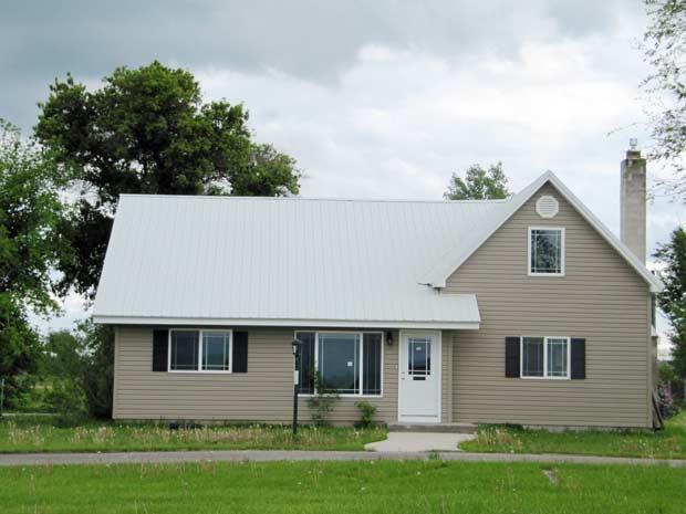 A casa de cinco quartos que a família americana comprou por US$ 178,5 mil, um preço bem abaixo do mercado local (Foto: AP)