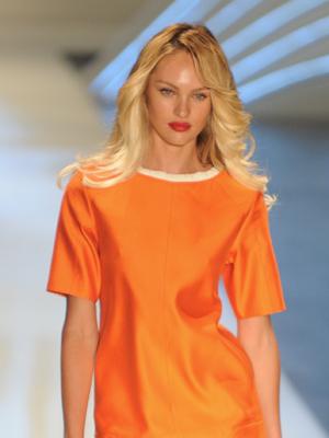 A modelo sul-africana Candice Swanepoel no desfile da Colcci.  (Foto: Raul Zito/G1)