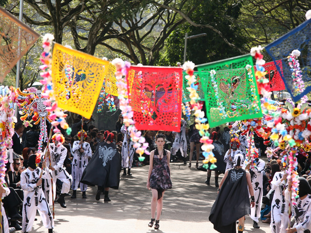 Desfile da Cavalera no Parque do Ibirapuera teve música mexicana de trilha sonora (Foto: Daigo Oliva/G1)
