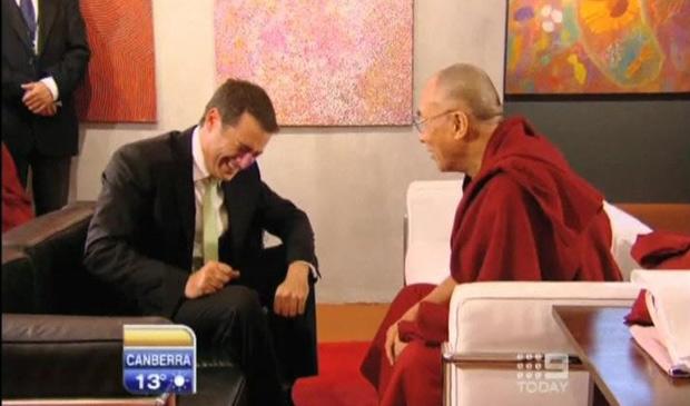 g1 entrevistador faz piada sobre pizza para dalai lama e. Black Bedroom Furniture Sets. Home Design Ideas