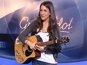 Malou Kuriakopoulou, pouco antes de apresentar sua versão de 'Amor perfeito' aos jurados (Foto: Reprodução)