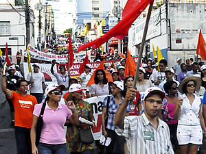 Professores protestam em Cuiabá (Foto: Denise Soares/G1 MT)