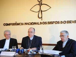 O presidente da CNBB, dom Raymundo Damasceno, e os bispos José Belisário da Silva e Leonardo Steiner (Foto: Wilson Dias/AB)