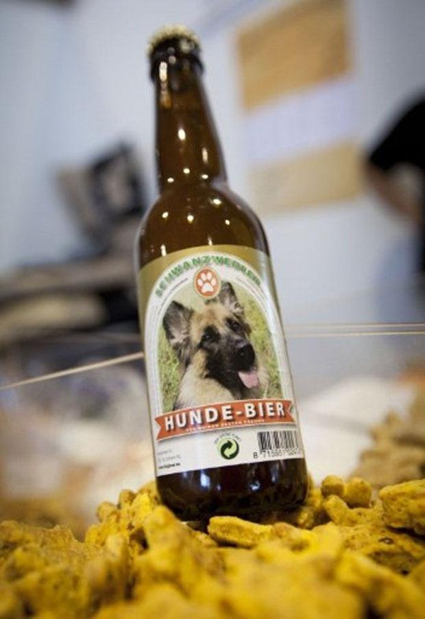 A cerveja canina à venda na pet shop de Frankfurt (Foto: Frank Rumpenhorst / AFP)
