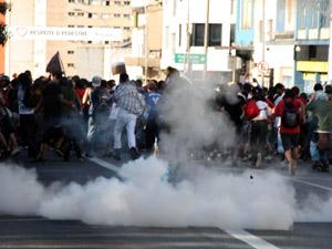 Protesto de manifestantes pró-maconha realizado no fim de maio em São Paulo foi reprimido pela PM (Foto: Amauri Nehn/News Free/AE)