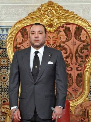 O rei Mohammed VI, do Marrocos, durante pronunciamento à nação, em Rabat, nesta sexta (17) (Foto: Azzouz Boukallouch / AFP)