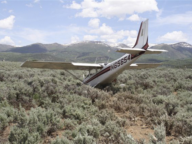 Avião sofreu acidente em Salt Lake City, nos Estados Unidos, no sábado (18) (Foto: AP)
