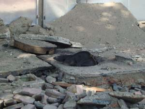 Bueiro explode na Tijuca (Foto: Rodrigo Mattar/VC no G1)