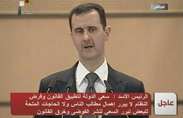 Bashar al-Assad, em discurso nesta segunda-feira (20) (Foto: Reuters)