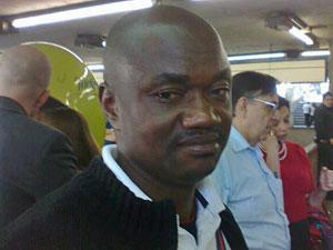 Bornaventure Abugu, de 40 anos, está há 4 meses no Brasil e ainda não fala português (Foto: Giovana Sanchez/G1)