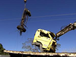 Caminhão que caiu no Portão do Inferno. (Foto: Reprodução/TVCA)