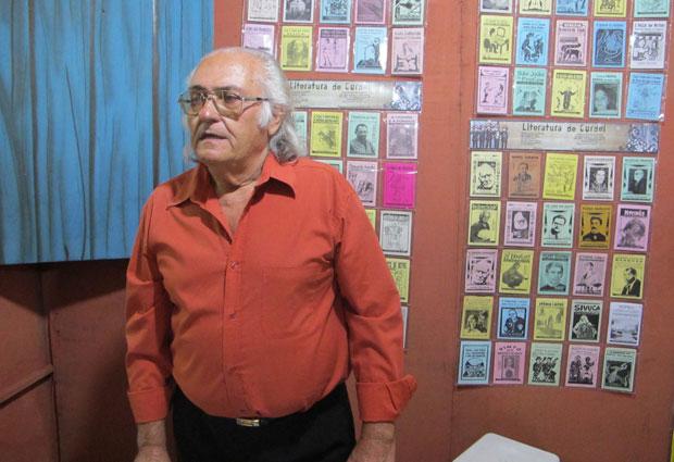 O poeta Manoel Monteiro na casa da poesia no são joão de Campina Grande. (Foto: Daniel Buarque / G1)