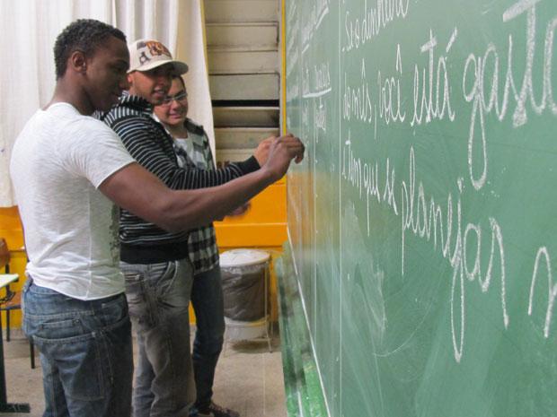 Alunos aprendem a fazer investimentos, poupar e equilibrar   orçamento (Foto: Vanessa Fajardo/G1)