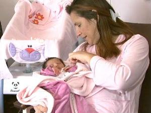 Bebê nascida de sêmen congelado deve deixar hospital nesta quarta (Reprodução RPCTV)