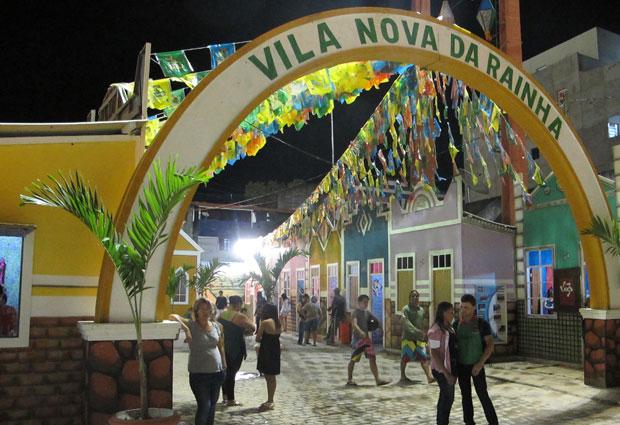 A reconstrução da Vila Nova da Rainho no centro do São João de Campina Grande. (Foto: Daniel Buarque / G1)