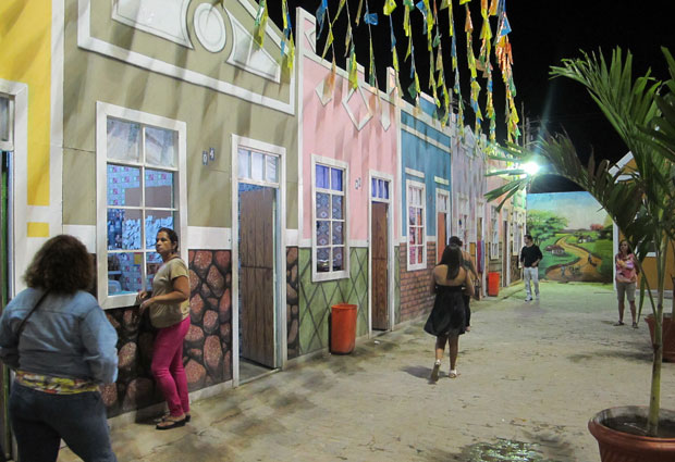 A decoração faz alusão à vila histórica, com aparência de cidadezinha, e com estrutura bem agradável. (Foto: Daniel Buarque / G1)