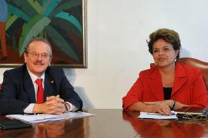 Tarso Genro e Dilma Rousseff durante audiência no Palácio do Planalto nesta quarta-feira (22) (Foto: Antonio Cruz / Agência Brasil)