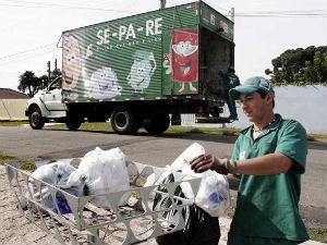 Curitiba: a partir de segunda (27), muda a rotina da coleta em 25 bairros. (Foto: Divulgação)