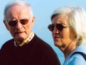 O casal Bulger e Greig, em foto de arquivo do FBI. (Foto: FBI / Reuters / divulgação)